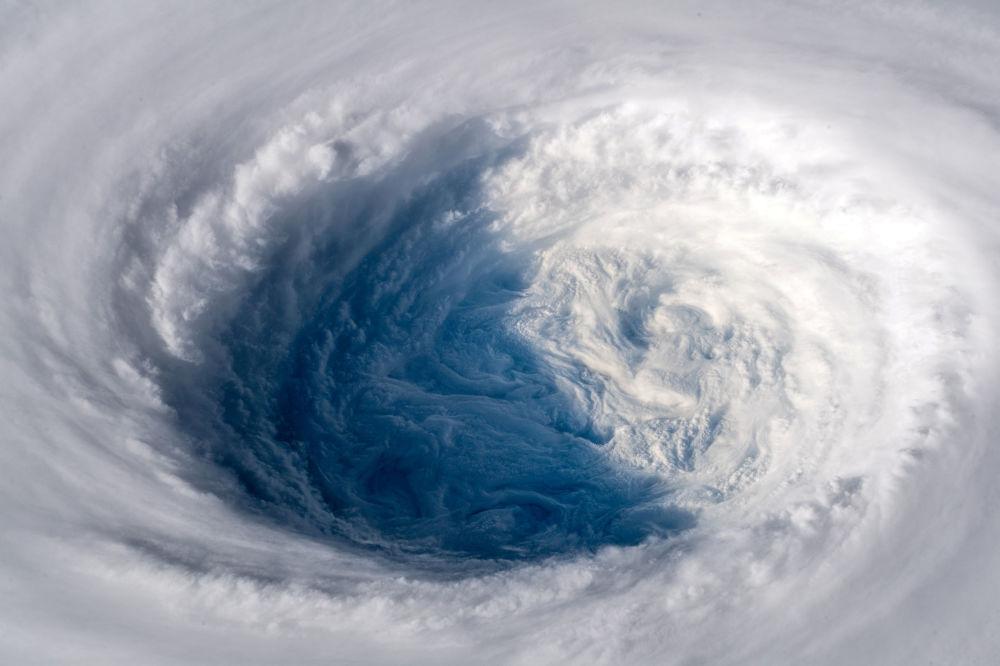 Il super tifone Trami, fotografato dall'ISS.