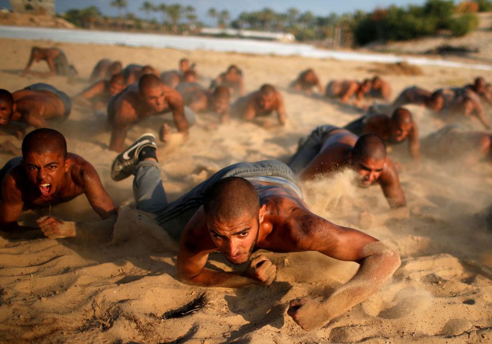 L'addestramento militare dei cadetti palestinesi, la Striscia di Gaza.