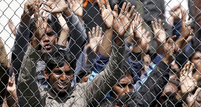 Migranti nel centro di registrazione di Moria sull'isola greca di Lesbo.