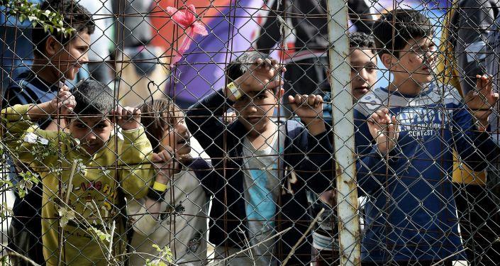 Bambini nel campo per i migranti di Moria sull'isola di Lesbo, Grecia