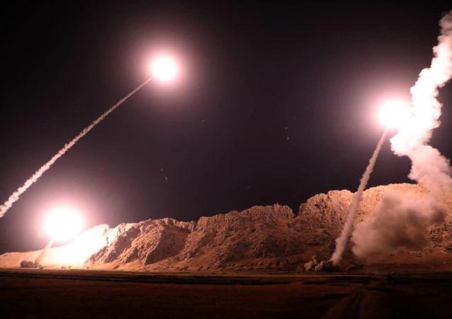 L'esercito iraniano ha compiuto un attacco missilistico contro gli organizzatori dell'attentato terroristico a Ahvaz e alle loro strutture sulla riva orientale dell'Eufrate in Siria