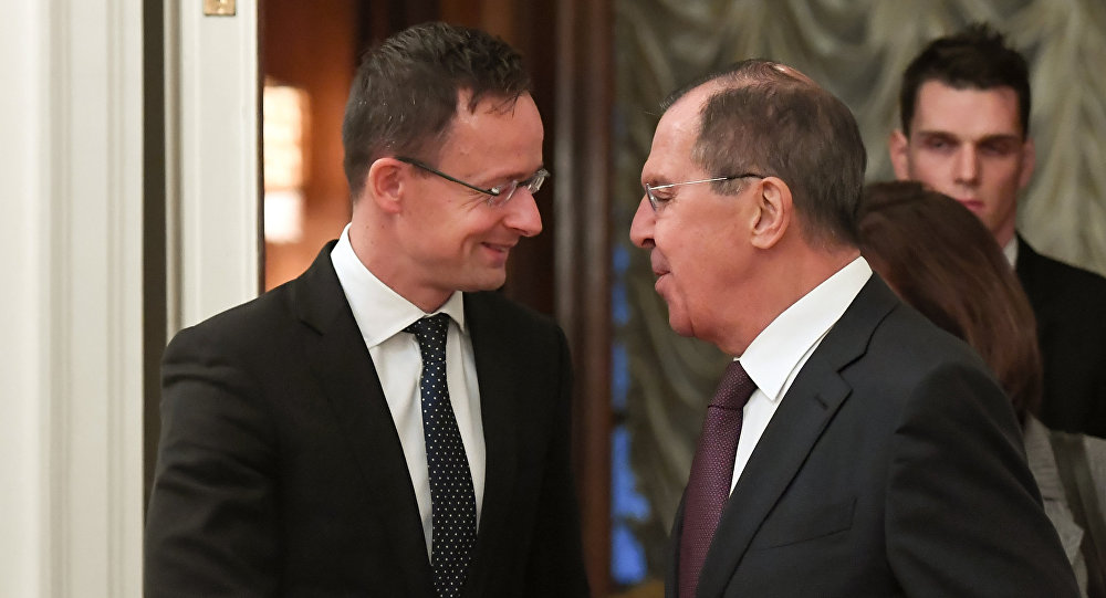 Incontro tra il ministro Esteri russo Sergei Lavrov e il suo omologo ungherese Péter Szijjártó