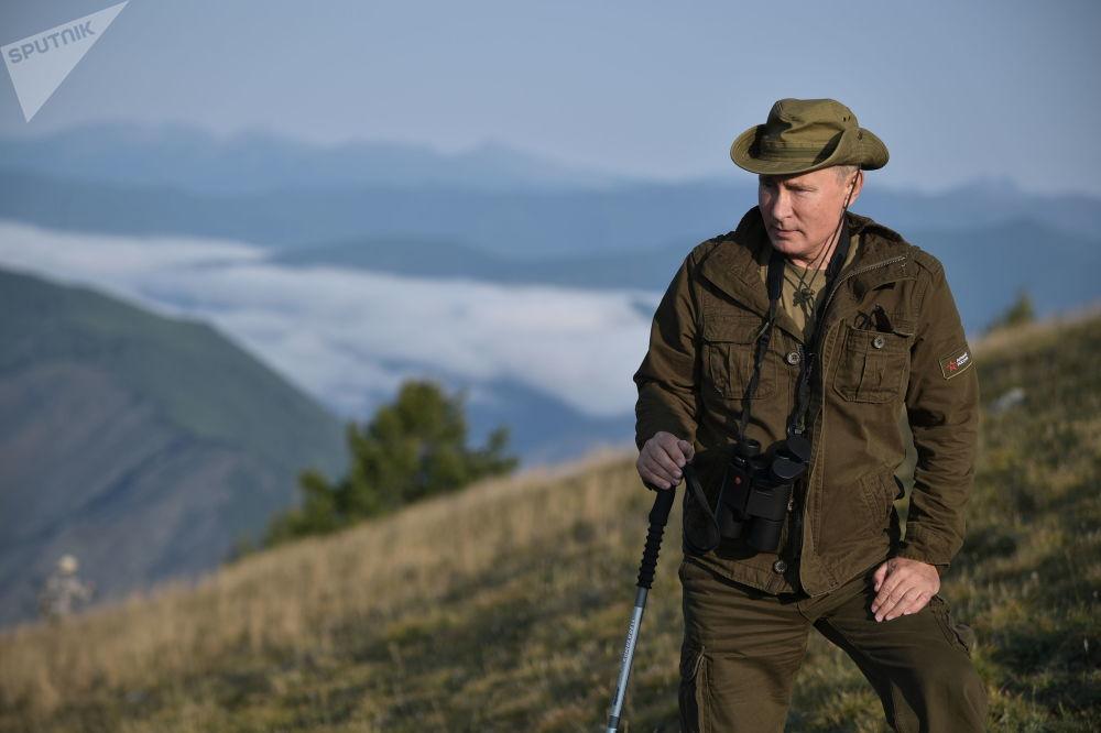 Putin durante una vacanza nel bacino del fiume Yenisei nella riserva naturale di Sayano-Shushenski - Repubblica di Tuva