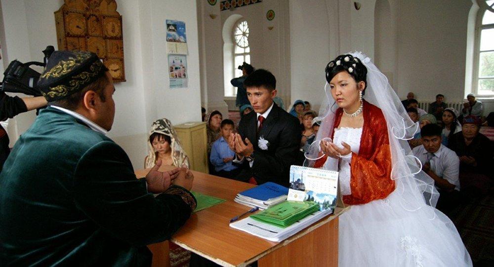 Matrimonio In Kazakistan : Tagikistan rettore dell università paga le nozze alle