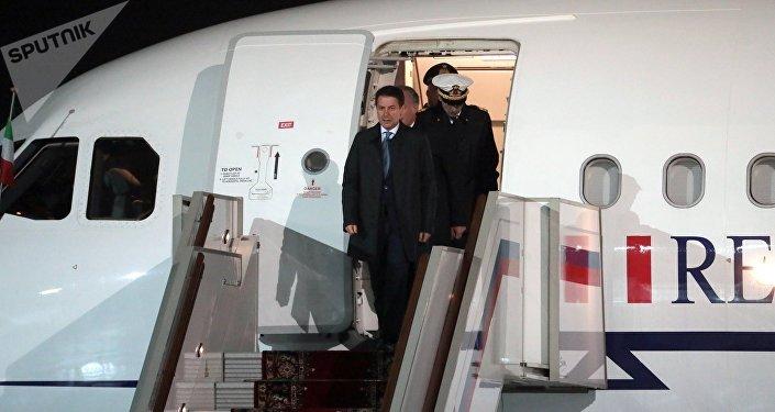 Giuseppe Conte arriva a Mosca