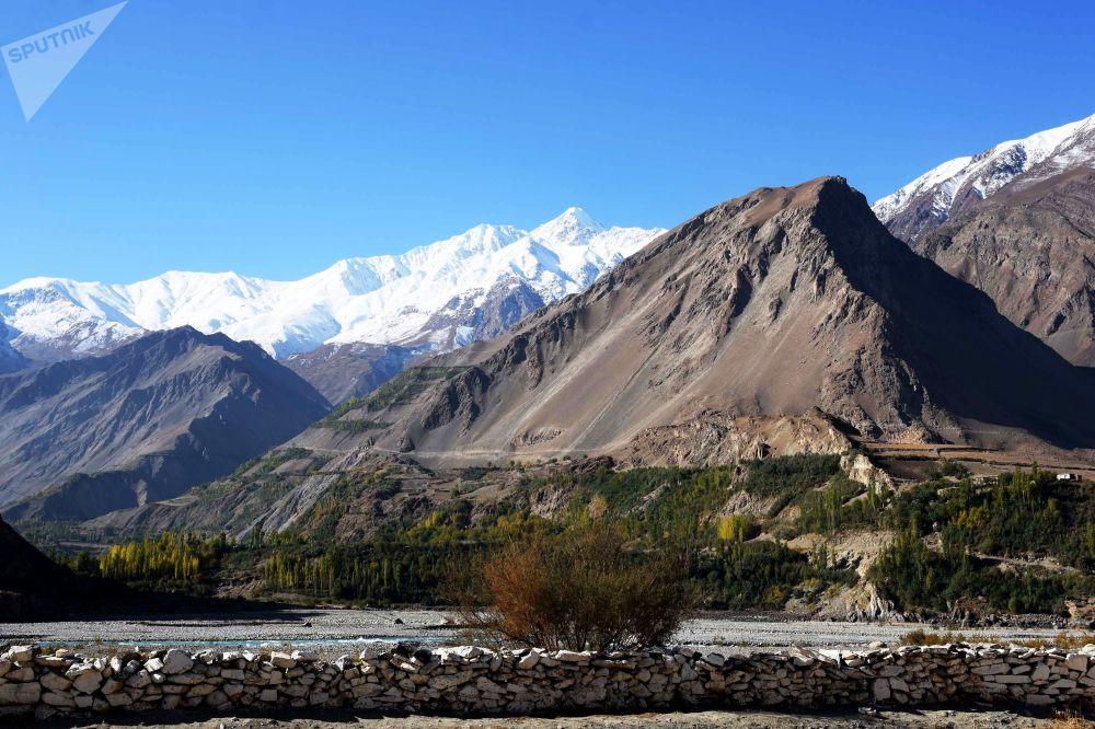 Il confine tra Afghanistan e Tagikistan lungo il fiume Pamir