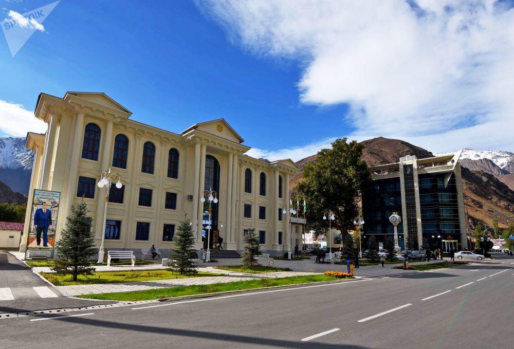 Ufficio Amministrativo (Hukumat) nella città di Darvaz, Tagikistan