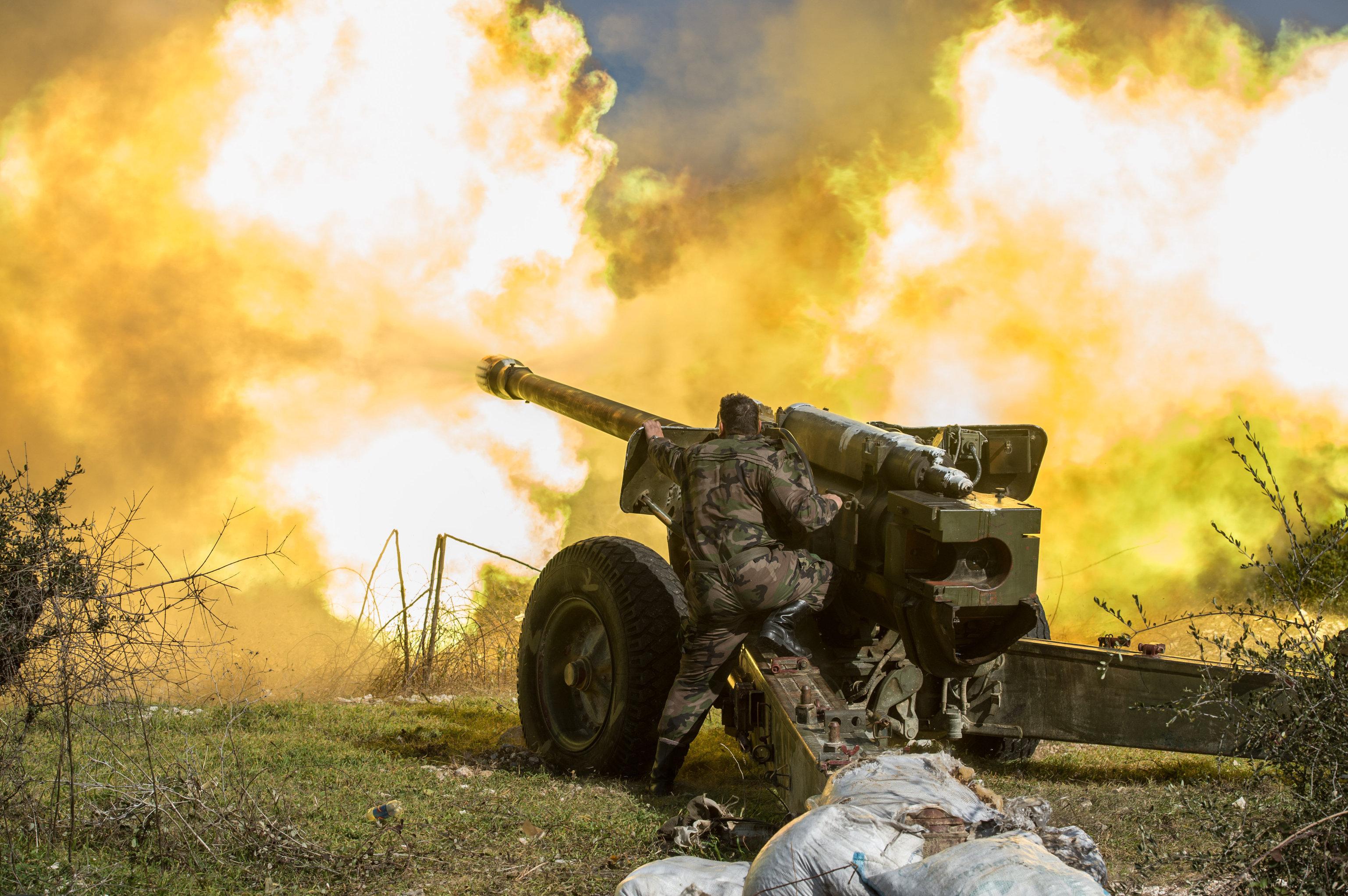 L'artiglieria pesante dell'esercito siriano