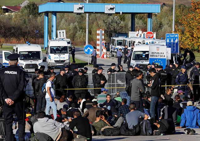 Migranti al confine tra Bosnia-Erzegovina e Croazia