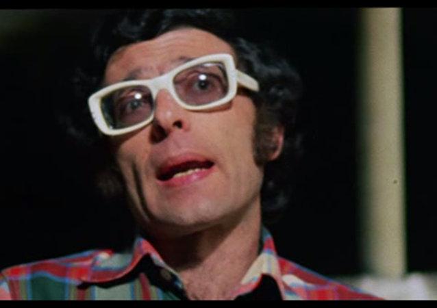 Giampiero Mughini -  screenshot dal film Ecce Bombo