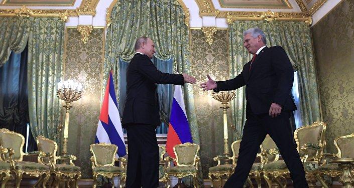 L'incontro tra il presidente cubano Miguel Diaz-Canel Bermudez e il presidente russo Vladimir Putin