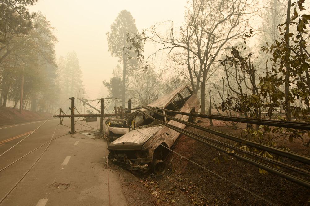 Le conseguenze degli incendi boschivi in California, USA.