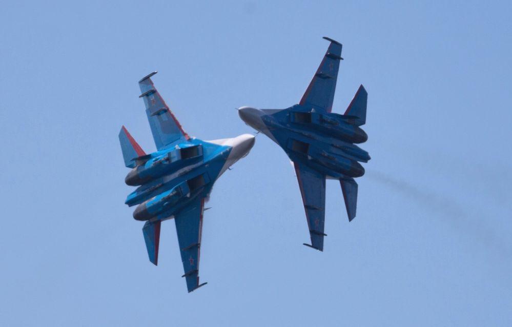 Lo show d'apertura del VII salone della marina militare a San Pietroburgo