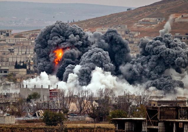 Bombardamenti della coalizione USA anti-ISIS a Kobani (Siria)