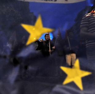 I greci protestano durante una marcia contro l'Unione Europea a Salonicco.
