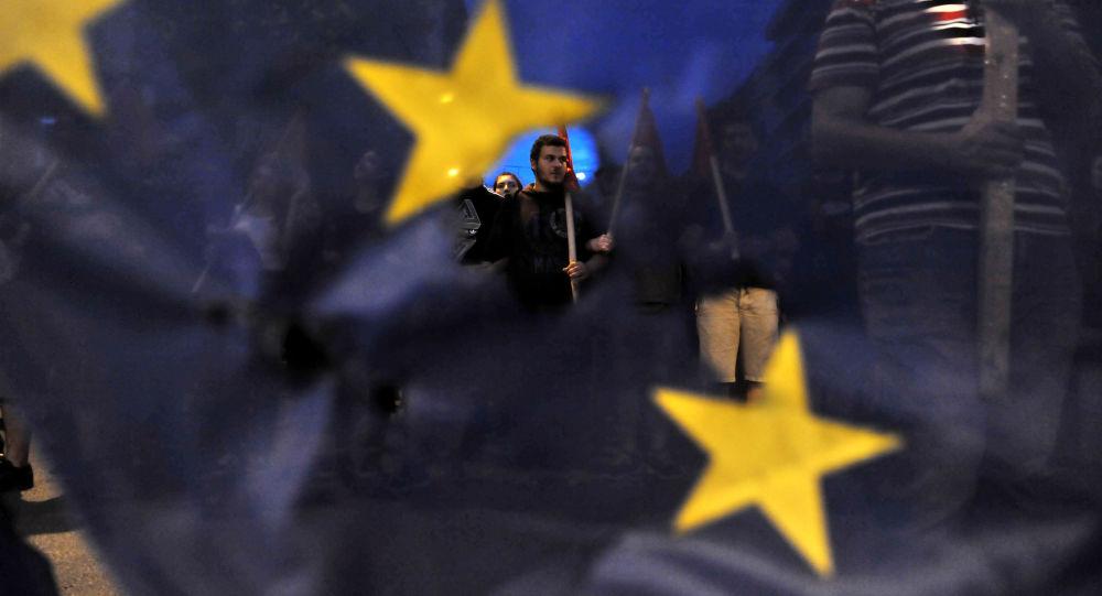 Dall'Europa in arrivo una nuova tassa sulla plastica