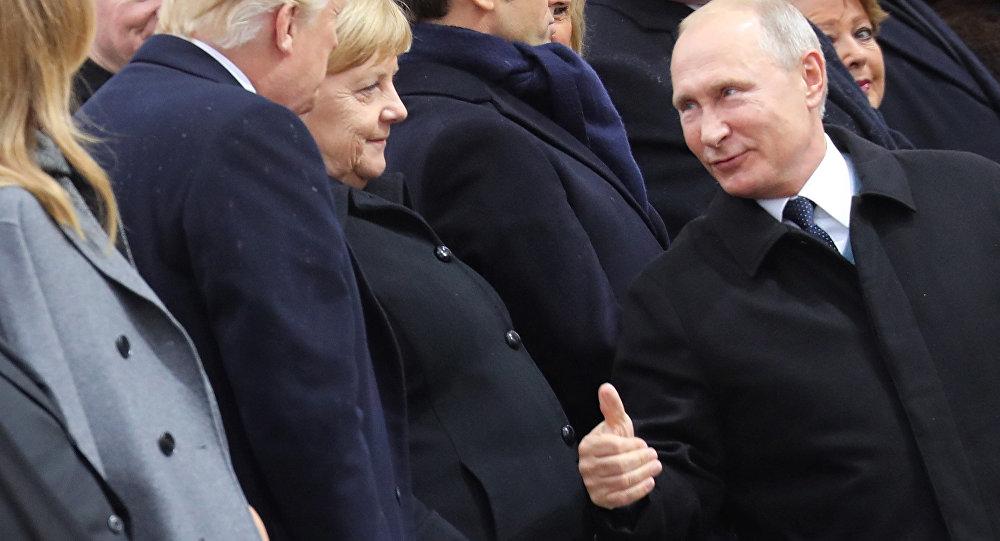 Donald Trump, Angela Merkel e Vladimir Putin a Parigi per il centenario della Grande guerra