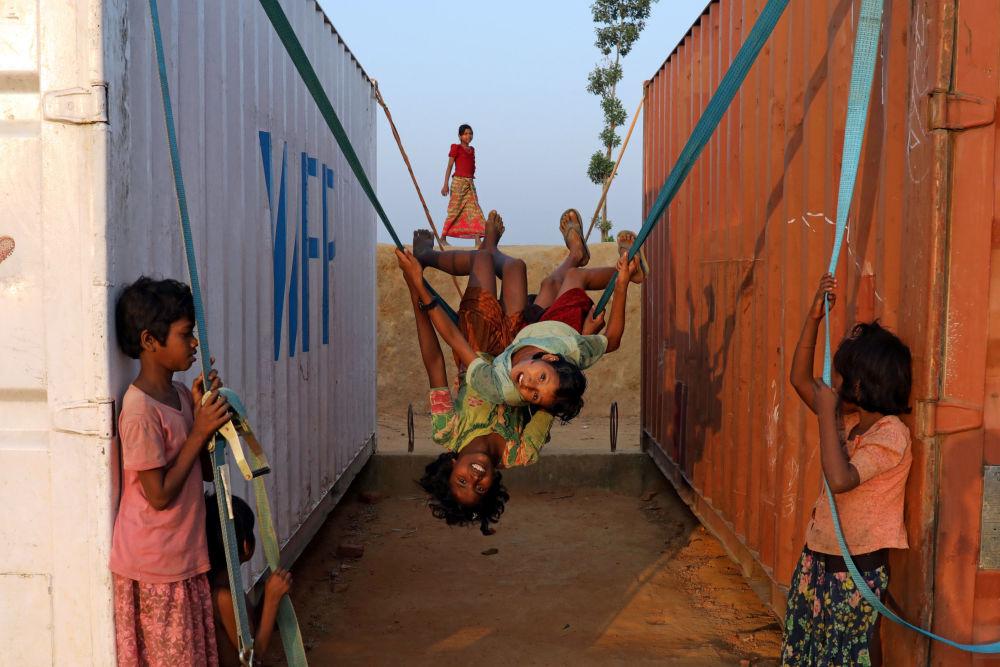 I bambini al campo per rifuguati in Bangladesh.