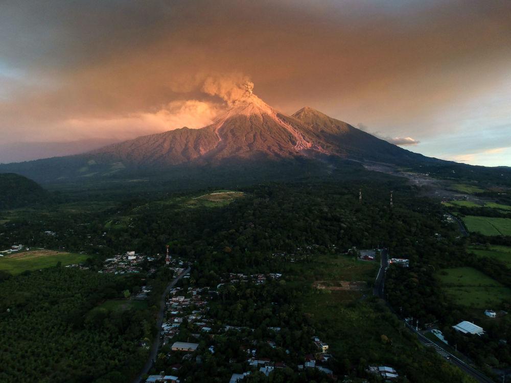 L'erruzione del volcano Fuego, Guatemala.