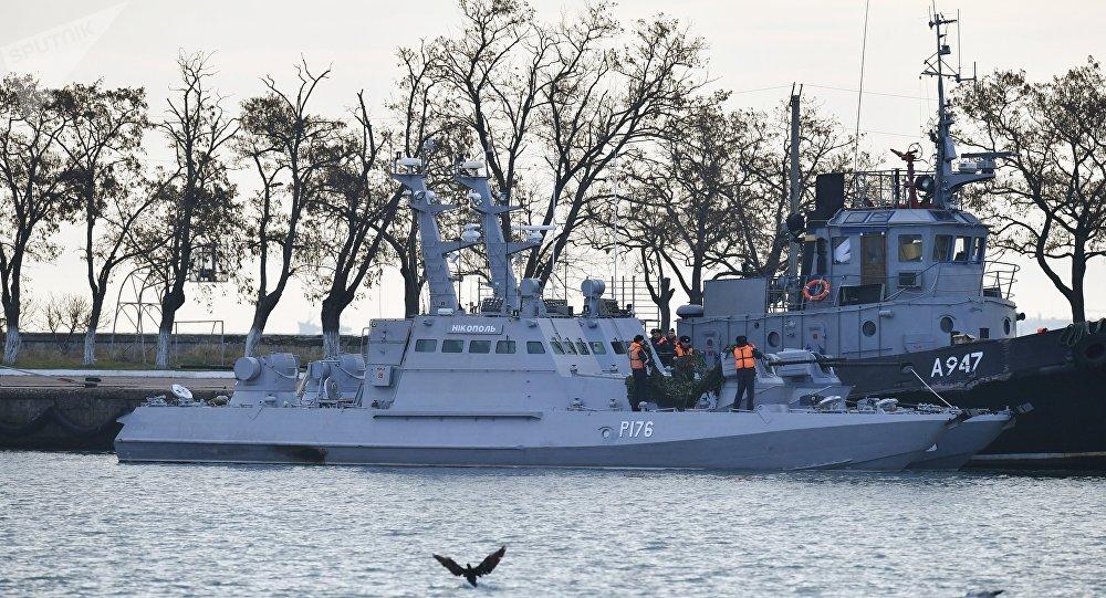 Le navi ucraine approdate al porto di Kerch