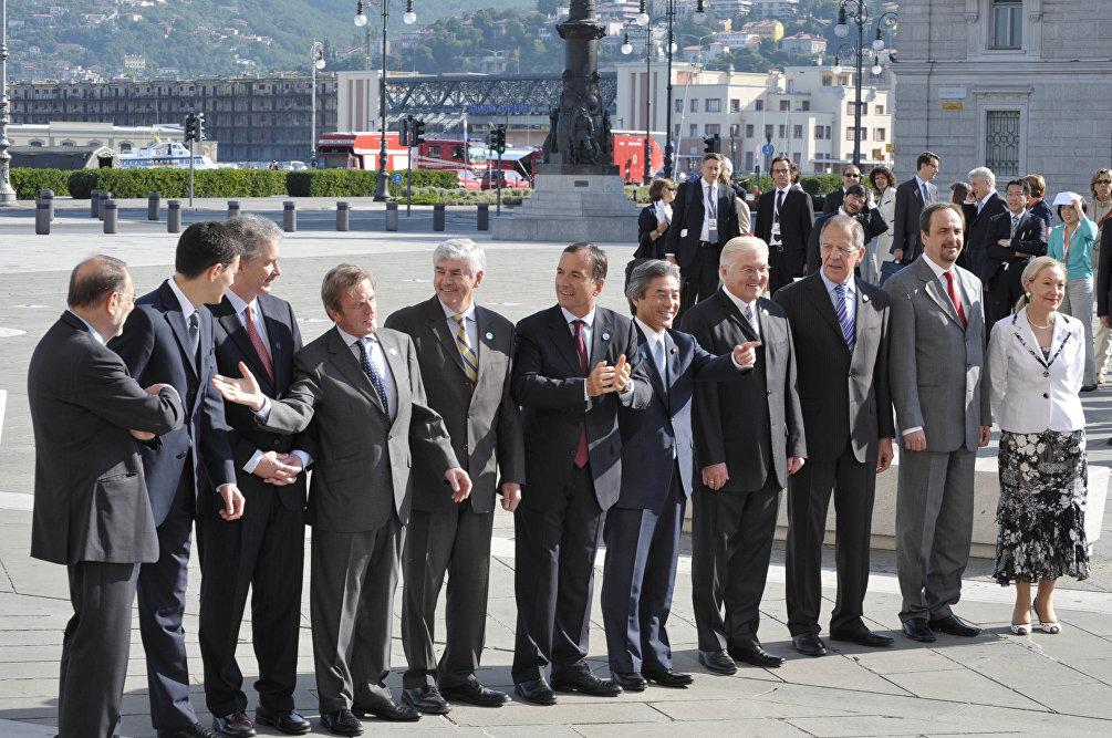 Quando la Russia era nel G8: 26 giugno 2009, foto di gruppo dei Ministri degli Esteri al G8 di Trieste