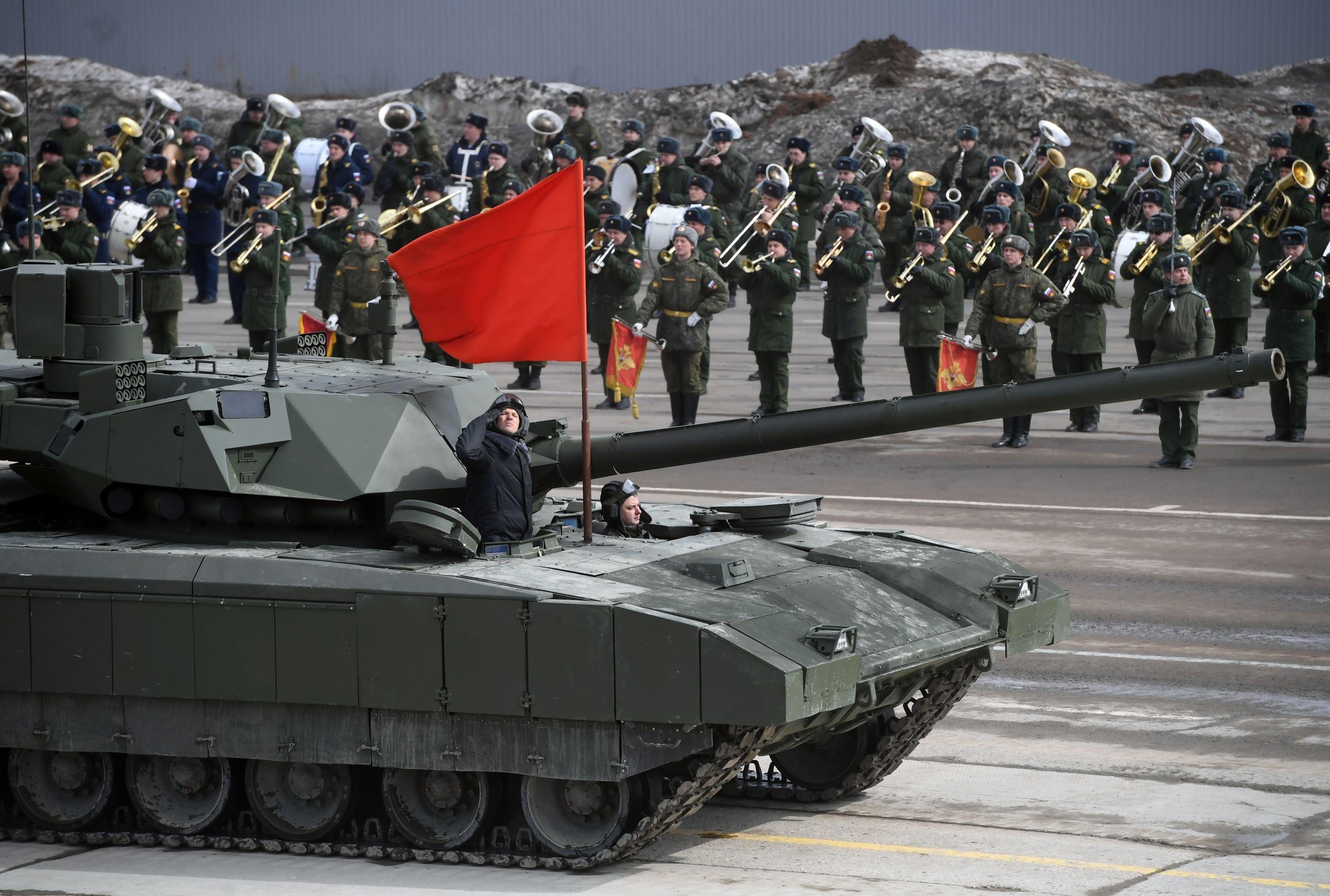Il carro armato T-14 Armata durante le prove della Parata della Vittoria nel poligono di Alabino 2017