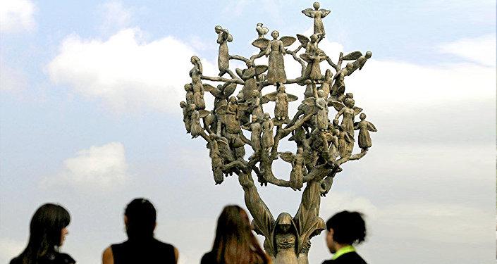Memoriale nel cimitero di Beslan in ricordo della strage