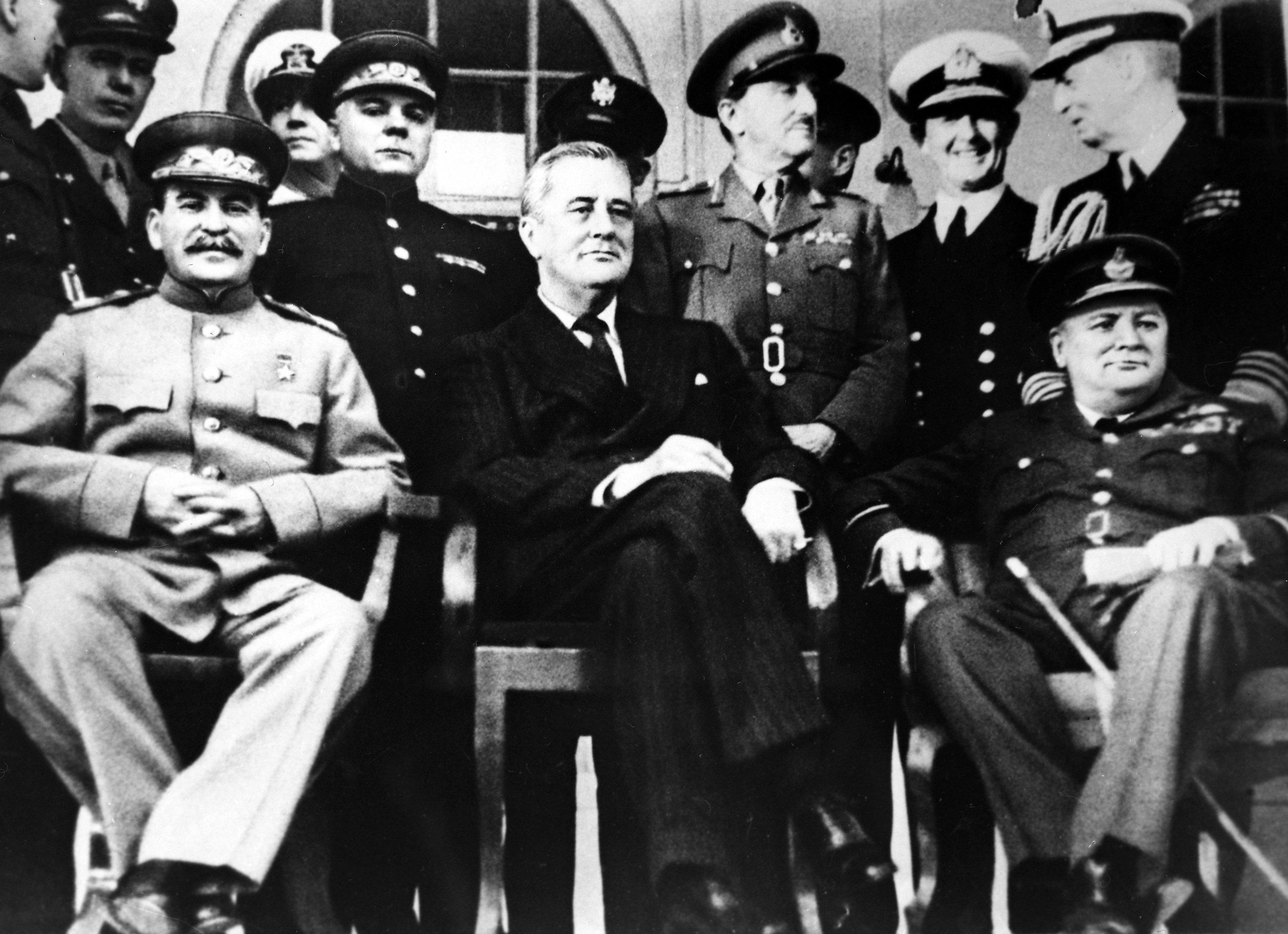 Josef Stalin, Franklin Roosevelt e Winston Churchill alla conferenza di Teheran durante la Seconda guerra mondiale