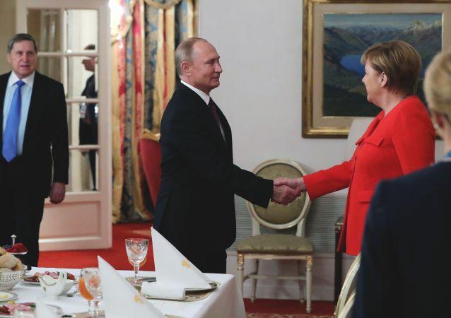 G20,Vladimir Putin con Angela Merkel