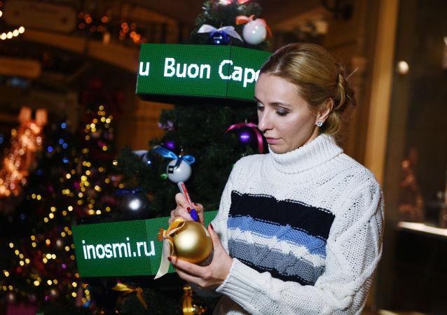 La pattinatrice Tatiana Navka alle celebrazioni. Navka è una famosa ex danzatrice su ghiaccio russa. Nel 2006 ha vinto l'oro a Torino nella danza su ghiaccio.