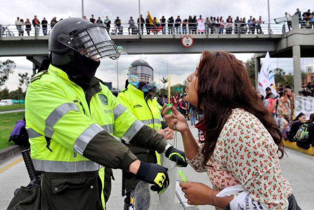 Le proteste a Bogota, Colombia.