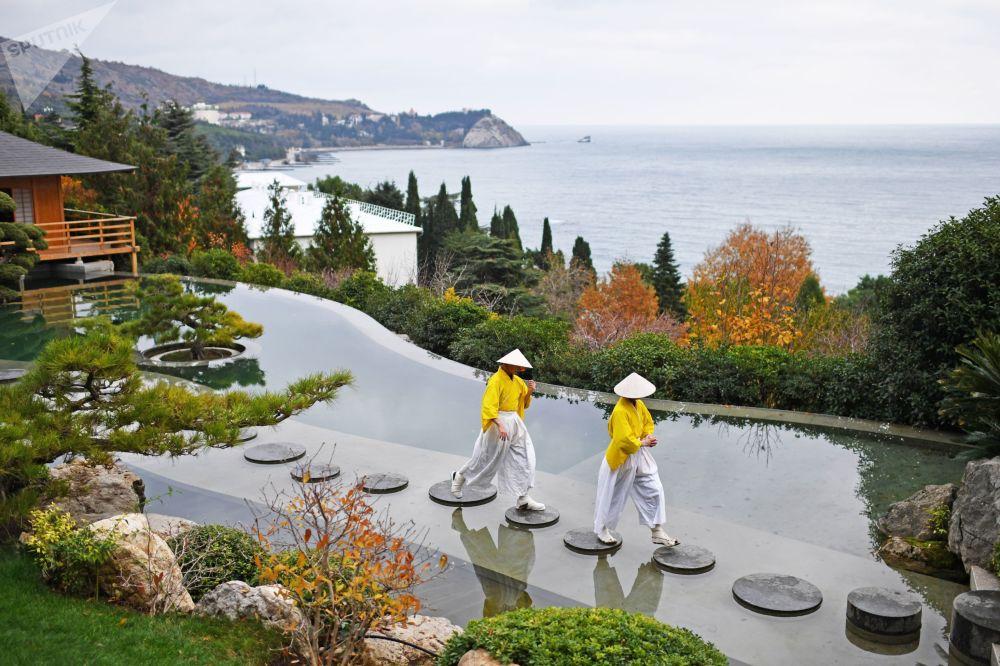 L'apertura del giardino giapponese, Crimea.