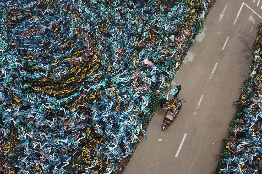 Il cimitero delle biciclette nella Cina.