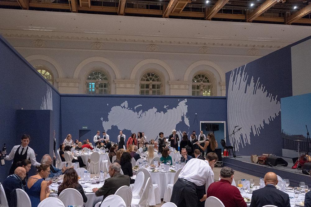 La cena delle regioni Puglia e Lombardia organizzata dall'Enit Mosca