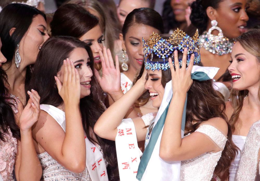 La Miss Messico e la Miss Mondo 2018 Vanessa Ponce de Leon alla finale del concorso Miss Universe 2018