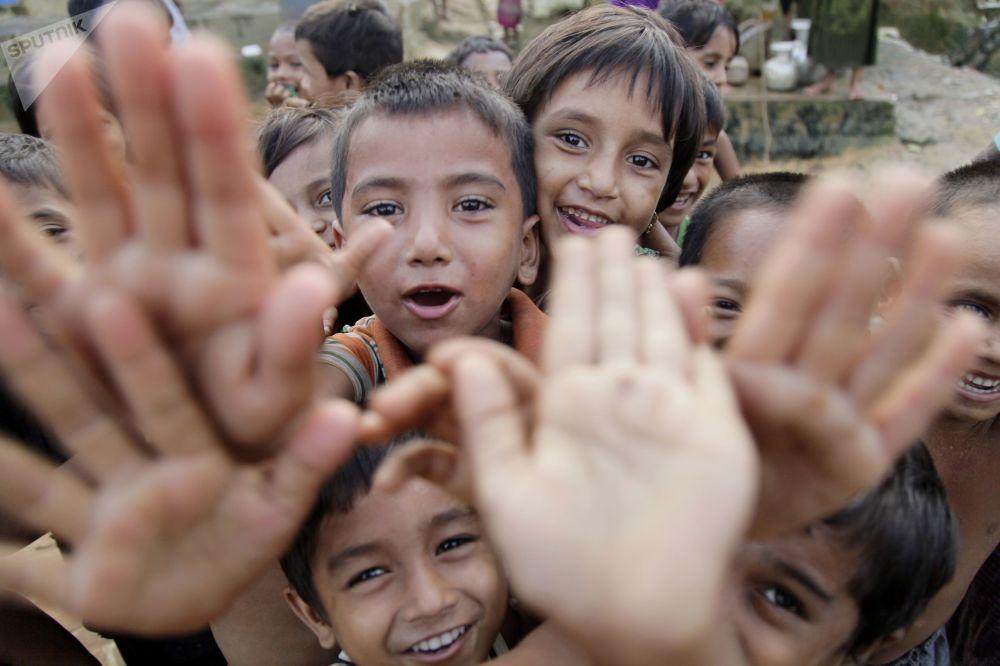 Bambini nel campo dei rifugiati Balucari in Bangladesh