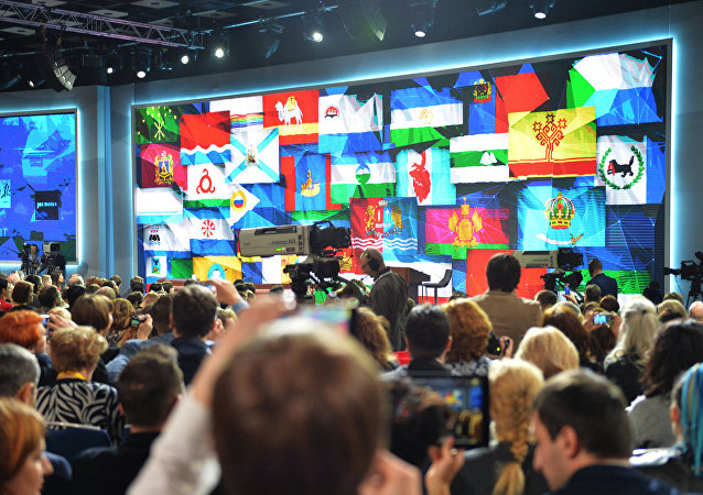 La sala che ospita la conferenza stampa di Vladimir Putin