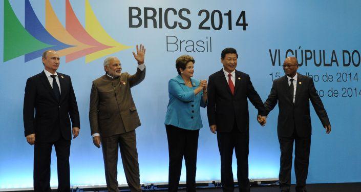 Putin guida i Brics verso un nuovo ordine mondiale, forse è il momento giusto per la Grecia, come anche altri Paesi in difficoltà economica, di riavvicinarsi alla Russia,
