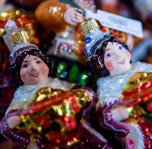 Addobbi natalizi nel centro commerciale GUM a Mosca.