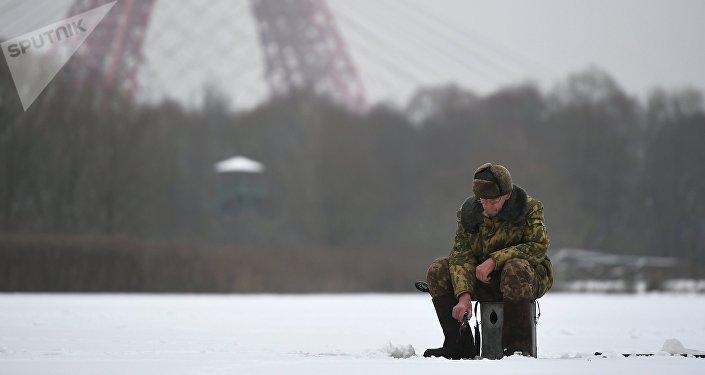 Pescatore in inverno sulla Moscova