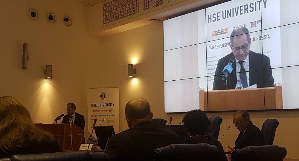 Il ministro dell'Economia italiano Giovanni Tria alla Scuola Superiore di Economia di Mosca