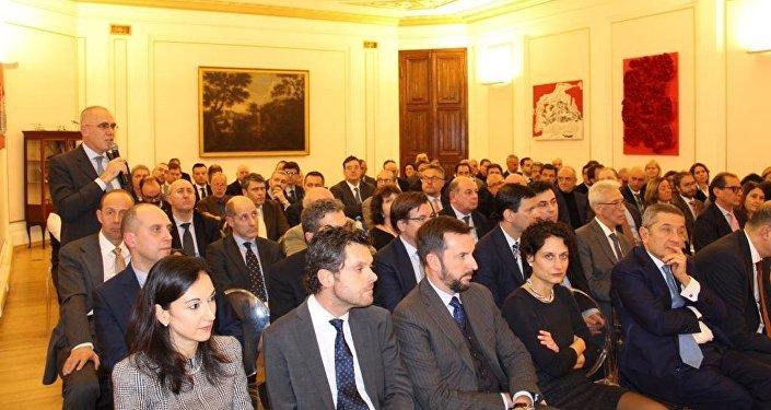 La platea di imprenditori italiani in Russia intervenuta all'incontro con il ministro Tria
