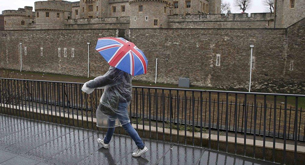 Brexit: mandato a rinegoziare per Theresa May