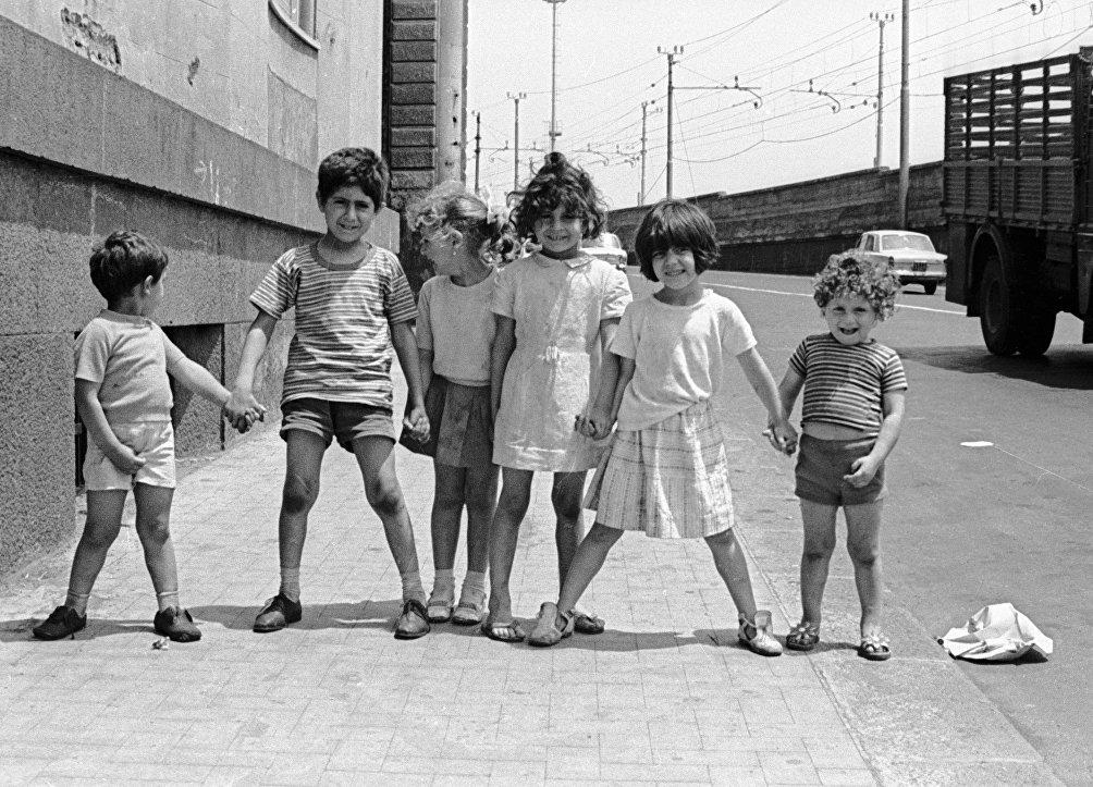 Bambini a Catania nel 1969