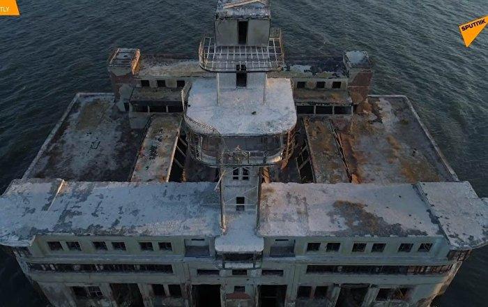 Un drone mostra il sito di test delle armi sovietiche nel Mar Caspio