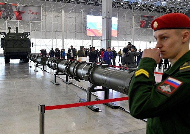 La dimostrazione del missile 9M729 per gli addetti militari
