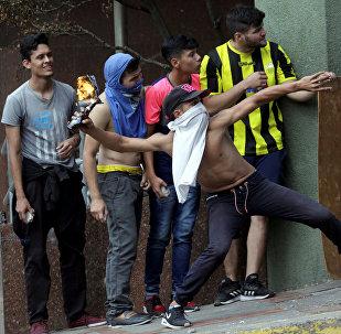 Dimostranti anti-Maduro a Caracas