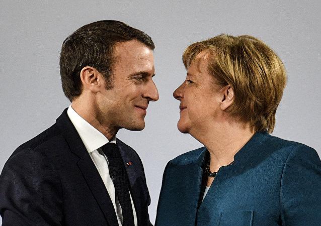 Merkel e Macron (foto d'archivio)