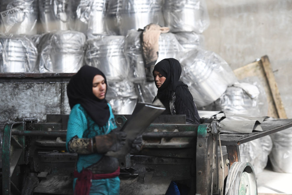 Piegarsi ma non spezzarsi, ad Homs riapre una fabbrica di alluminio