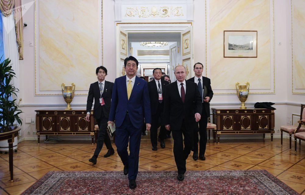Il presidente russo Vladimir Putin e il primo ministro giapponese Sinzo Abe si sono incontrati a Mosca il 22 gennaio 2019.